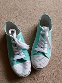 Canvas shoes size 5