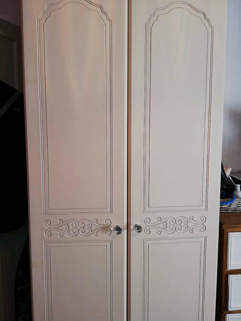 2 Door Cream Wardrobe Crystal Handles With Mirror