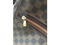 Louis Vuitton Man bag. Size Medium.