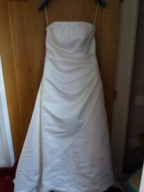 Wedding dress, size 14/16 princess a-line style, very flattering fit