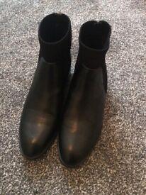 Zara black boots size 5