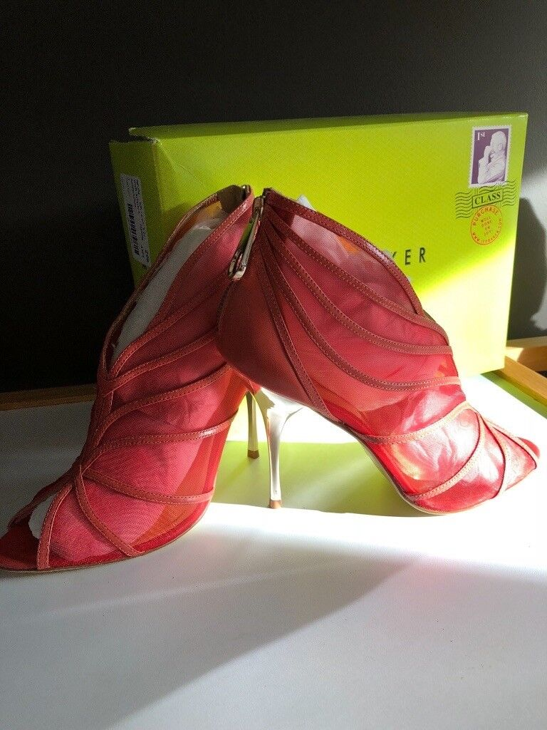 561f3ee07e2 Ted Baker size 7 pink and gold high heel shoes . | in Southside ...