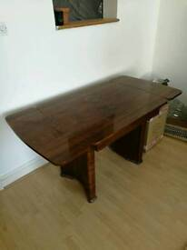 Wooden tablewith adjustable length