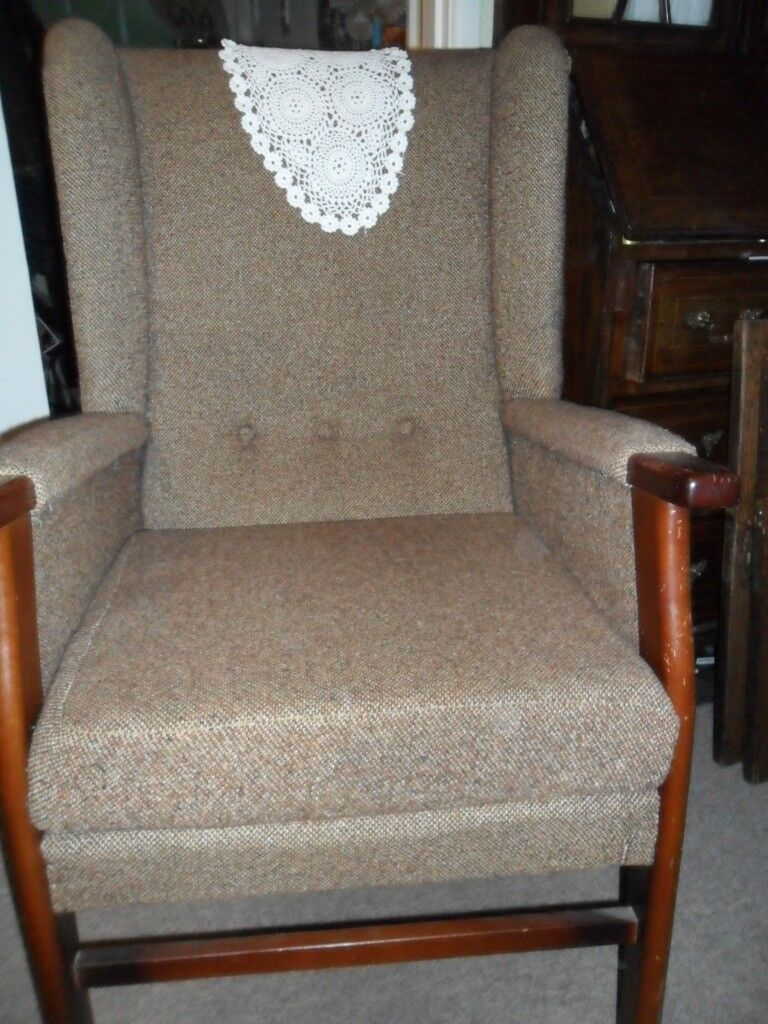 FREE TO COLLECT GENUINE VINTAGE PARKER KNOLL WING ARMCHAIR
