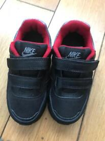 Boys Nike trainers size 7.5