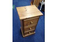 Beautiful small oak chest of drawers