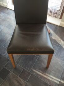 Extending table and m&s chairs £110 ovno