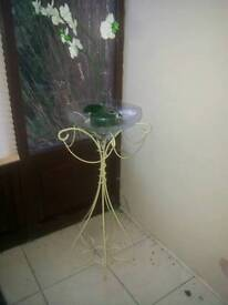 Metal stand vase