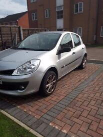Automatic Renault Clio very Low Mileage