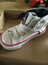 Like new white infant size 4 converse