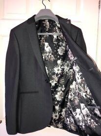 Mens 2 piece dark grey suit (prom/wedding/smart)