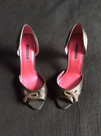 High heels, size 6 (new)
