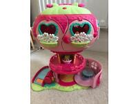 My Little Pony Ponyville light up balloon house