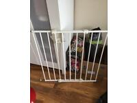 Fixed child / baby gate