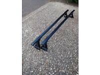 CRUZ roof bars for VW Golf mk4