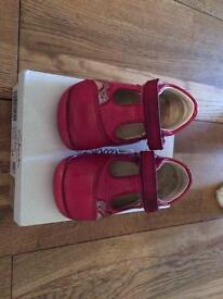 3 1/2 f clarks shoes £5