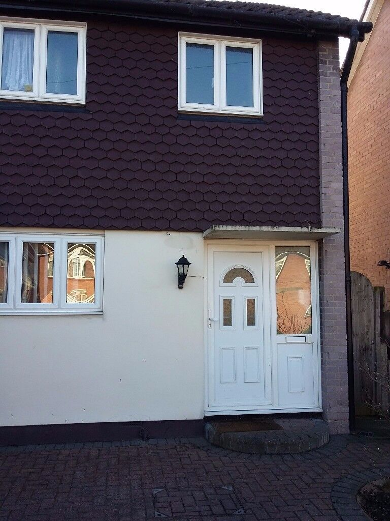 Smart Double Room, Nr Upminster (RM14), All Bills incl, free WiFi, parking, suit Professional person