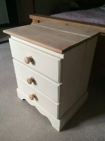 SOLID PINE BEDSIDE 3 DRAWER PAINTED SOFT CREAM £30.00 ono