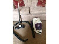 Swan Petmaster Cylinder Vacuum Cleaner 1800W