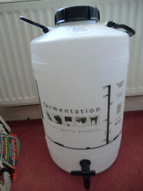 Large rigid container suitable for water storage