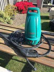 Power washer, can be seen working