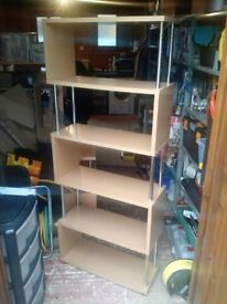 Free standing shelving unit