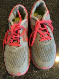 NIKE FREE RUN 3 FANTASTIC CONDITIONS ONLY 15!!! SIZE UK 6