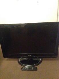 "32"" LG tv with remote"