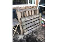 5 free wooden pallets