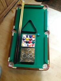 Mini pool / snooker table