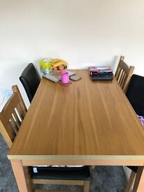 Oak Veneer dining table... fab condition