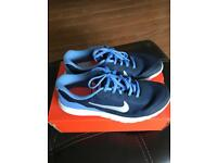 LADIES NIKE FLEX TRAINERS SIZE 5.5