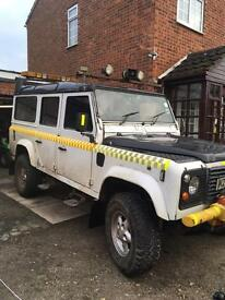 Land Rover defender 110 country