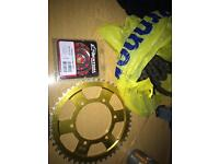 Yamaha R1 chain and sprocket kit DID Renthal Talon