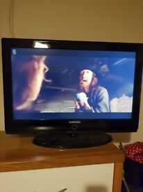 SAMSUNG LCD 32 INCH TV PERFECT WORKING ORDER
