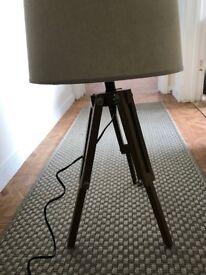Table tripod lamp
