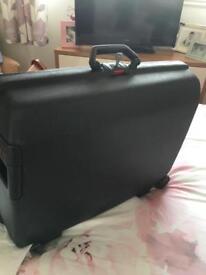 Medium Samsonite suitcase