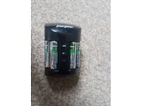 Battery charger with 4 recharable batteries included