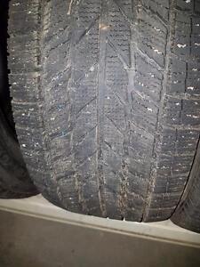 4 pneus d'hiver 225/50/17 Toyo Garit KX, 35% d'usure, 8/32 de mesure.