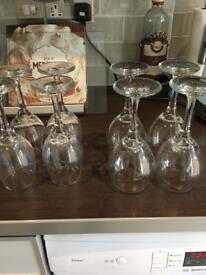 Set of 4 white and 4 red wine glasses
