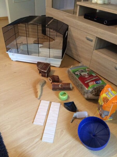 hamsterk fig in sehr gutem zustand mit viel zubeh r in. Black Bedroom Furniture Sets. Home Design Ideas