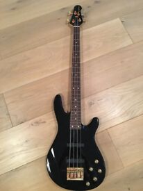 Yamaha BB604, 4 string in rare black with gold