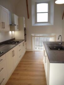 Bright, newly decorated 5 bed flat with newly fitted kitchen to let as a whole or individual rooms.