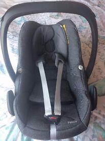 Maxi Cosi pearl car seat and seat belt base