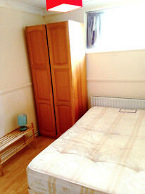 Beautiful single room in docklands, crossharbour, south quay, canary wharf. Available now.