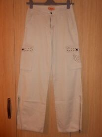 G & H cream trousers, with pockets and zips on edges
