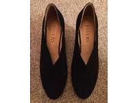 Suede pavers shoes size 40 brand new
