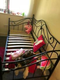 Brand new day bed