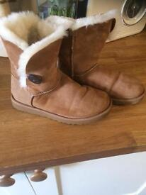Chestnut Ugg Bailey Buttons