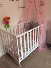 White cot/with or without mattress